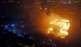 天津港大火八小时 震撼航拍显火势受控