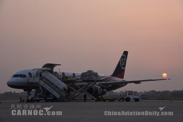 南通机场再添一架波音757全货机