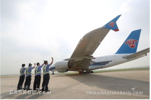 """中国首架A380飞机完成首次最高级别""""体检"""""""