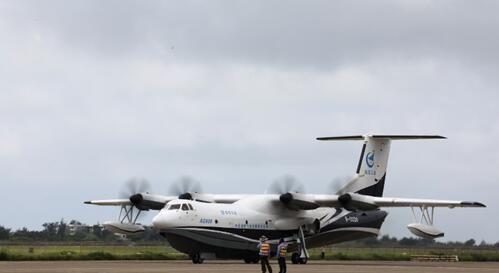AG600水陆两栖飞机完成最后一次低速滑行试验