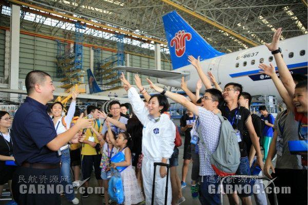 南航举行公众开放日 探秘飞机清洗全过程