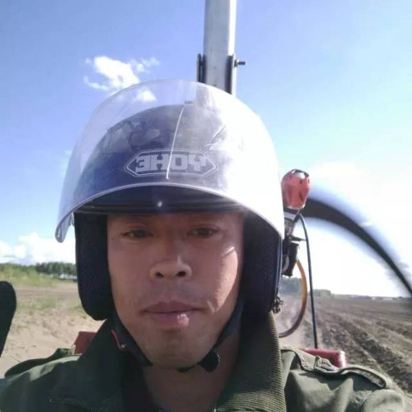 """大庆35岁农民造""""飞机"""" 直播首飞引超高关注"""
