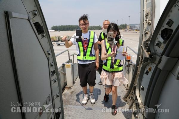 云端饭局 中联航携手京东进行飞行员空姐直播秀