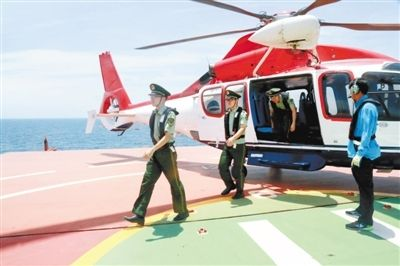 用直升机接送检查员登轮作业 外籍货轮船长点赞