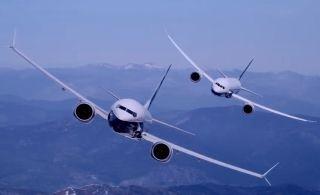 视频:当波音787-10与737MAX9比翼齐飞