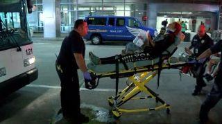 据美国ABC13电视台报道,当地时间20日,美联航一架由巴拿马城飞往休斯顿的航班遭遇湍流,造成机上至少10名人员受伤。 美联航发表的声明中称,美联航1031航班在由巴拿马城飞往休斯顿途中遭遇湍流。医疗救助已到达现场。初步报告显示九名乘客和一名机组成员已被送往医院。 休斯顿机场其他航班未受到此事件影响。