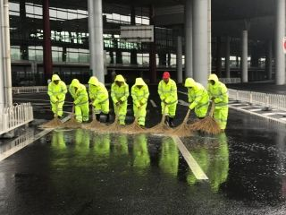 降雨天气仍在持续,首都机场保障旅客平安出行