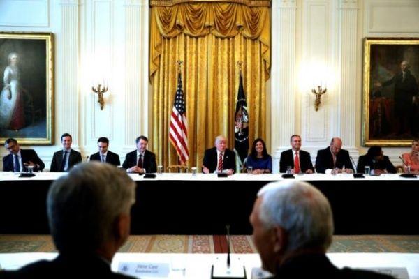 特朗普会见无人机公司高管 承诺向行业提供支持