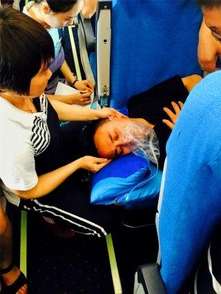 高空真情 厦航乘务员悉心救助抽搐旅客