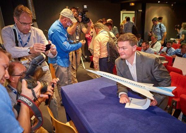 Boom科技展示的超音速客机模型