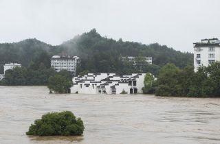 图为被淹的婺源古镇。