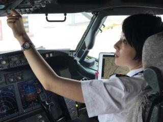 国航天津首批女飞行员正式投身航班运行生产