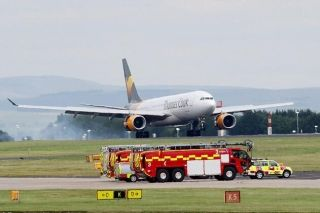 托马斯库克一航班燃油不足返航 机翼出现损坏