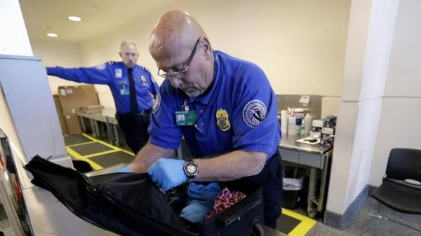 美国全面升级飞美航班安检 加强电子设备检查