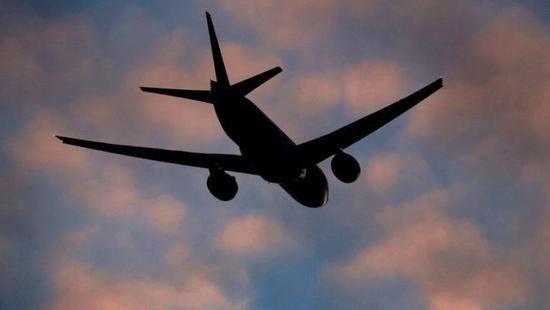 无人机在英机场引发混乱:跑道关闭 5架飞机转向