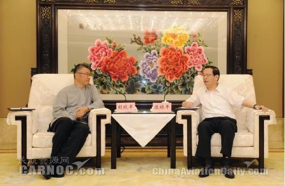 重庆市委常委陈绿平会见华夏航空董事长胡晓军