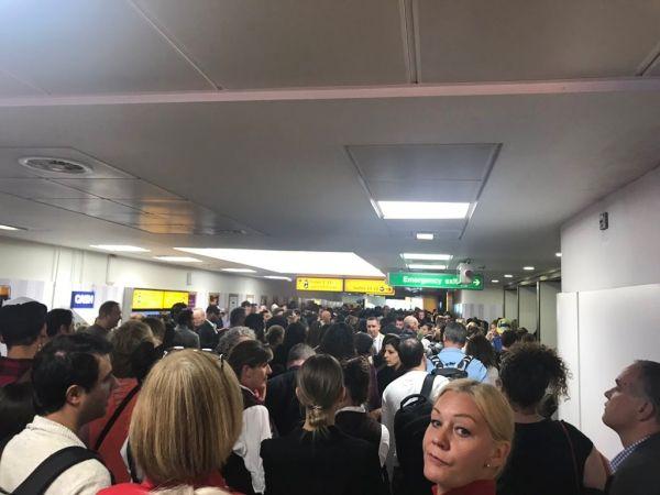 希斯罗机场航站楼出现火警警报 旅客被紧急疏散