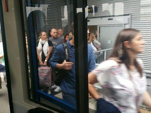 旅客被紧急疏散