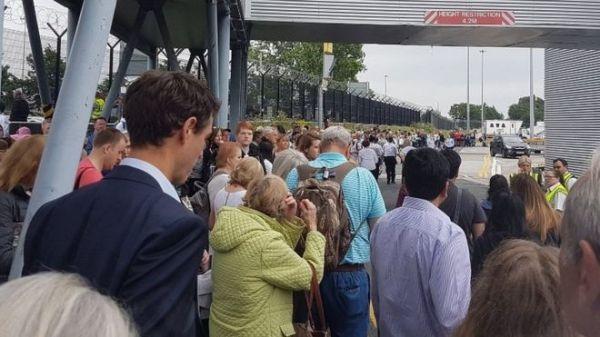 曼彻斯特机场航站楼现可疑包裹 旅客被紧急疏散