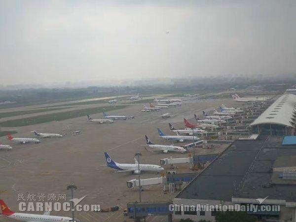 受北京天气影响,呼和机场接收大面积备降航班