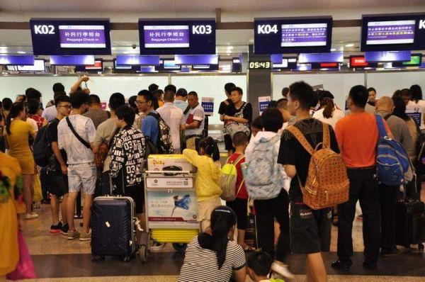 成都机场迎暑运高峰 拉萨北京西安方向票紧