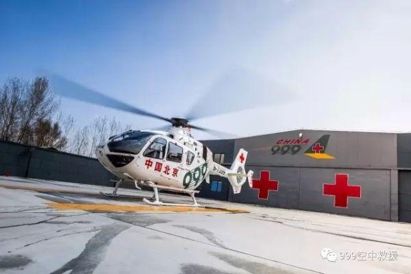 河北三车相撞致9死28伤 999直升机紧急救援