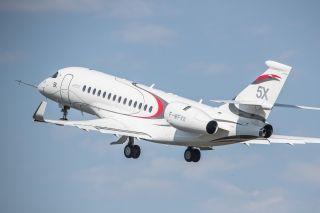 达索航空全新宽体双发公务机猎鹰5X成功首飞