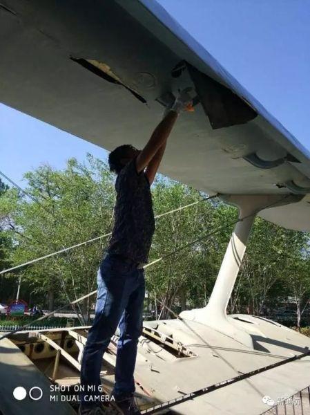 新疆通航对一架运五型飞机进行修复和翻新