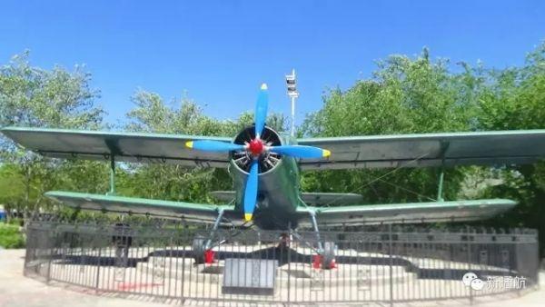 新疆通航对一架运五型飞机进行修复和翻新。