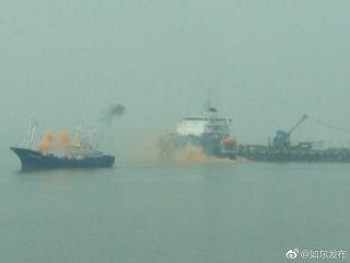 水上烟雾缭绕,模拟火灾。