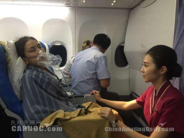 南航一航班上乘客突发哮喘 乘务组紧急施救