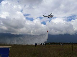 H215直升机巡演丽江站开启 空中洒水3吨