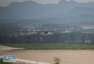 7月14日下午,我国量产型彩虹五无人机在河北某机场完成首次试飞。