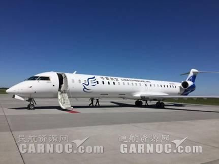 飞机在埃德蒙顿机场技术经停加油。