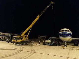旺季运力保卫战 南航三亚机务抢修发动机整流罩