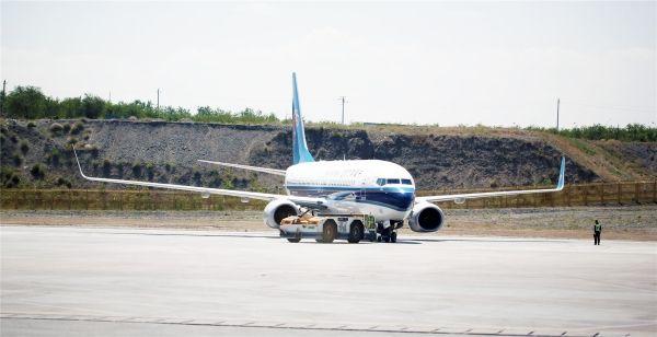 旺季首月 南航在疆运送旅客96万人次