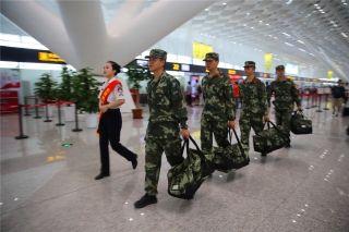 """郑州机场""""军人依法优先""""通道全方位开放"""
