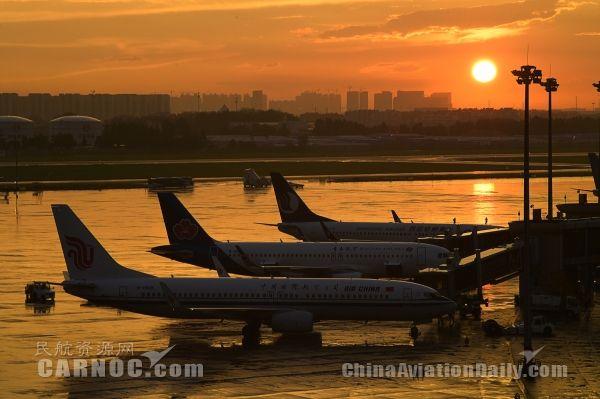 雨后初霁的炫丽机场 青岛夏天的正确打开方式