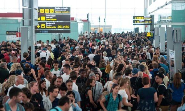 安检人员持续罢工 巴塞罗那机场逾千名旅客误机