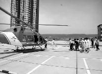 女子宝鸡遇交通事故休克 直升机1小时送抵西安