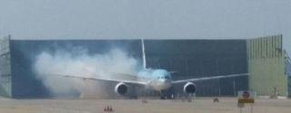 大韩一航班因故障返航 机场检修时引擎起火
