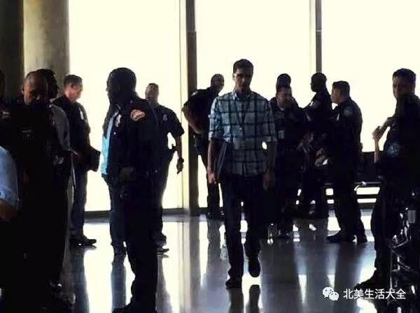飞洛航班乘客打架掐脖 遭拒入境遣返回国