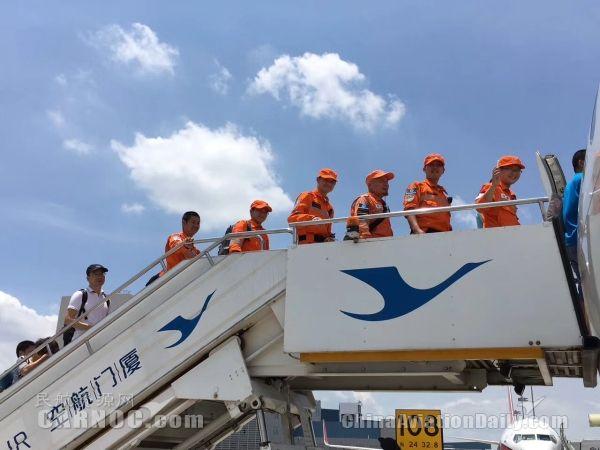 厦航开辟绿色通道保障蓝天救援队赴四川救灾