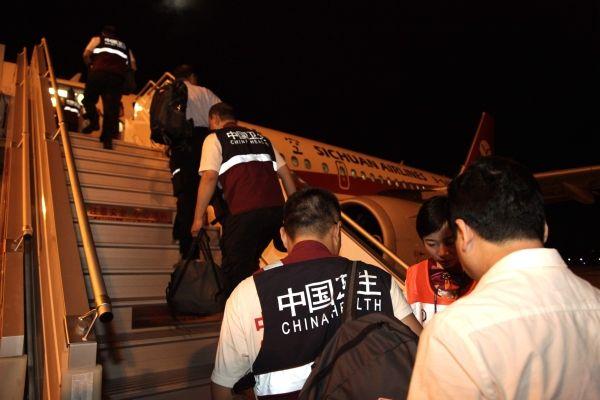 九寨地震 川航执行第一个抗震救灾加班航班