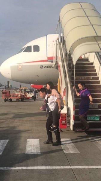 首个救灾加班航班抵蓉