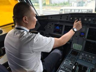 西藏航空第一个抗震救灾加班航班TV9801带队机长唐海
