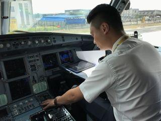西藏航空第一个抗震救灾加班航班TV9801飞行副驾驶 房瀚江