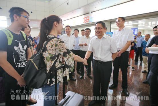 绵阳市委书记在机场检查震区疏散旅客保障工作