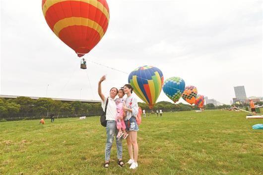 武汉首个航空文化节开幕 风洞里过把飞人瘾