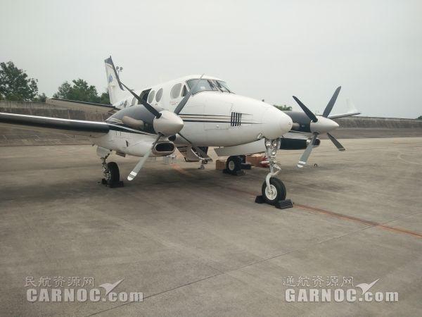 西华航空空国王C90飞机静待出发。